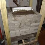 Aangemetselt en aangegoten met vuurvaste beton
